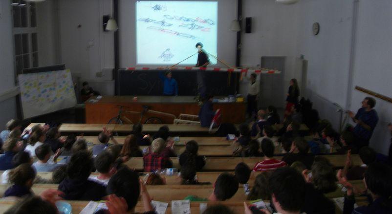 Präsentation des Gehzeuges auf der Abschlusspräsentation des Synagieren Wirkcamp