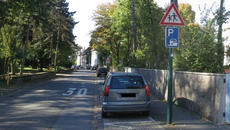 Gehwegparken Mornewegschule Okt14-800px